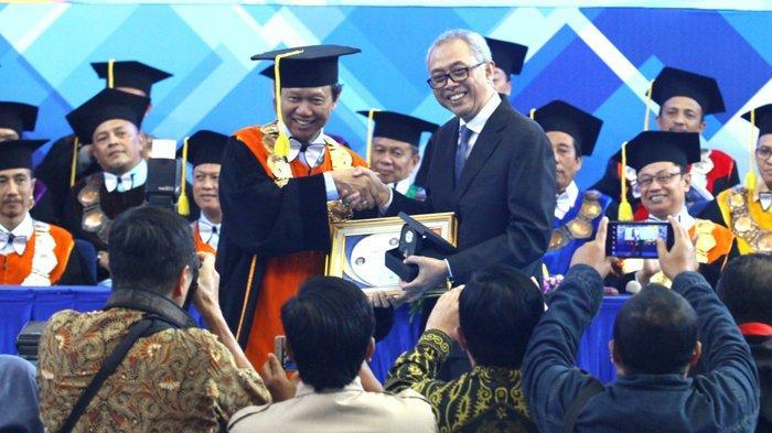 Dr Nurafni Eltivia: Perlu Transformasi Pendidikan Tinggi di Akuntansi - direktur-politeknik-negeri-malang-polinema-awan-setiawan-5.jpg