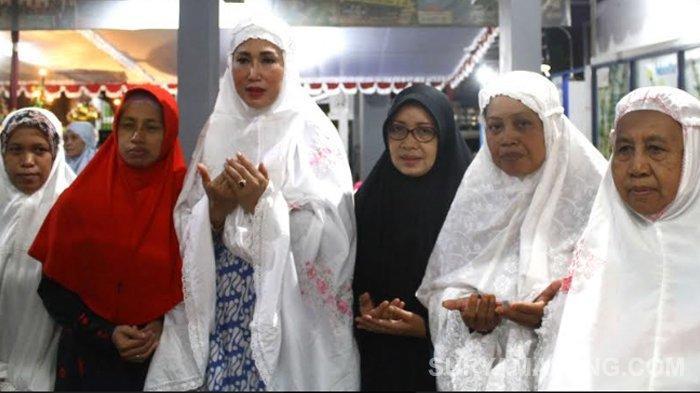 GALERI FOTO - Sutiaji dan Sofyan Edi Tarawih di Masjid Al Falah, Jalan Gadang, Kota Malang