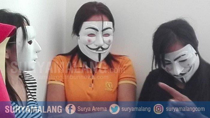 Prostitusi Gang Dolly Zaman Now, Tiga Wanita Penghibur Ini Sedang Begituan di Kamar Saat Digerebek