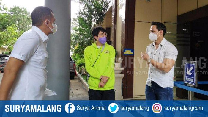 Dokter Dewa Ditemani Influencer Dr Tirta Lapor ke Polda Jatim, Kasus Ancaman Pembunuhan Lewat Medsos