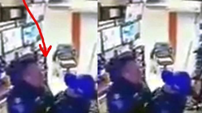 Mumpung Kantor Sepi, 2 Anggota Polisi Mesum saat Jam Kerja Tak Sadar Terekam CCTV, Langsung Dipecat