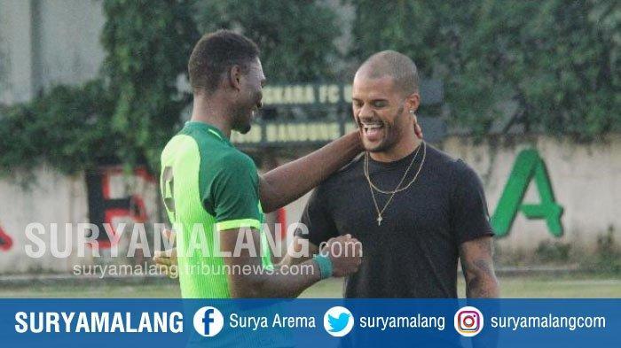 Inilah Obrolan Dua Striker Persebaya David da Silva dan Amido Balde saat Bertemu di Polda Jatim