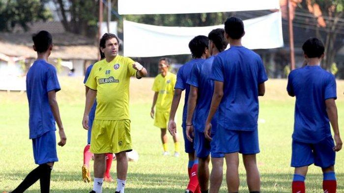 Eduardo Almeida saat melatih Arema FC persiapan Liga 1 2021