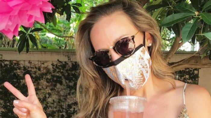 Desainer New Orleans Bikin Masker Unik Dilengkapi Lubang Sedotan, Bisa Minum saat Wajah Tertutup