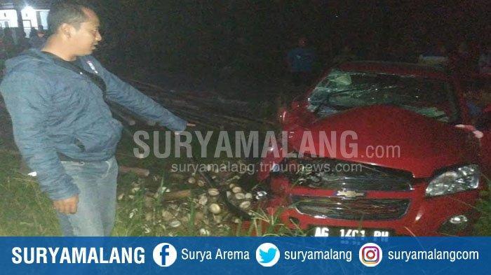 Emak - Emak Selamat Saat Mobil yang Dikendarai Ditabrak KA Dhoho dan Terpental 20 Meter di Blitar