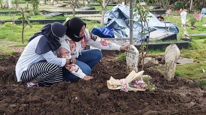 Buka Kain Kafan, Erlita Dewi Kaget Lihat Kejanggalan di Jenazah Putri Sulungnya
