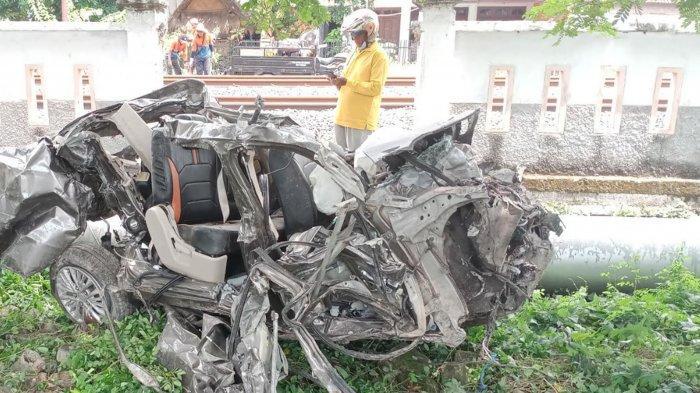 Kecelakaan Maut Suzuki Ertiga Vs KRD di Lamongan, Mobil Sampai Tak Berbentuk dan 2 Orang Tewas