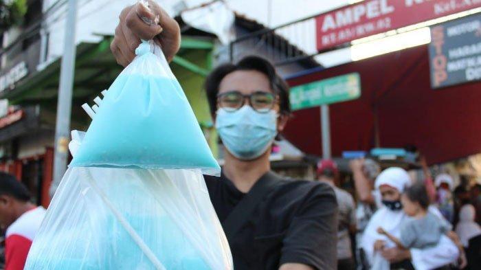 Kurma dan Es Permen Karet Jadi Menu Takjil Paling Laris di Kampung Arab Surabaya