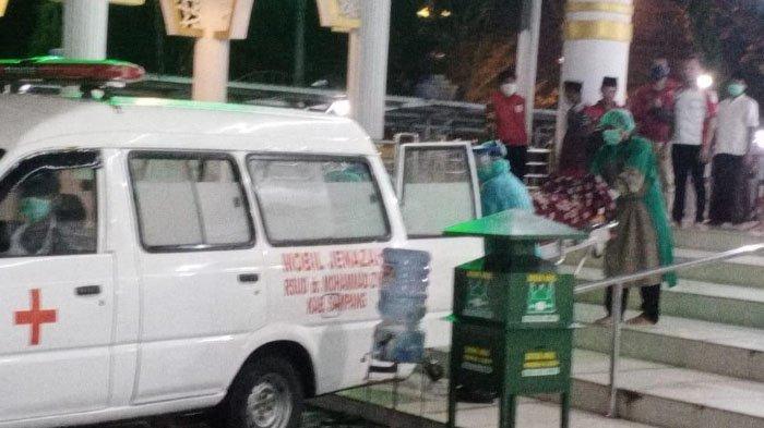 Pria 64 Tahun Meninggal Saat Akan Salat Magrib Jamaah di Masjid Agung Sampang, Sempat Ucap 'Allah'