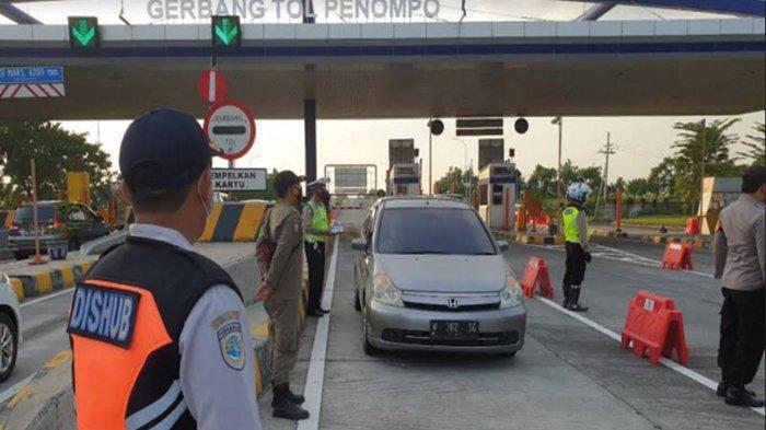 Penyekatan Exit Tol Penompo Mojokerto Sudah Ketat, Plat Luar Kota Putar Balik, Larangan Mudik 2021