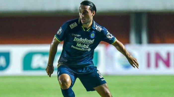 Potret Ezra Walian striker Persib Bandung