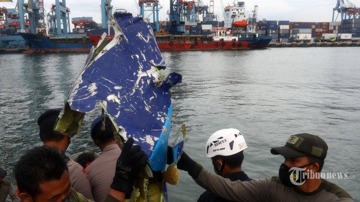 Fakta Baru Kecelakaan Sriwijaya Air SJ-182, Pilot Belok Hindari Cuaca Saat Ada AirAsia di Rute Sama