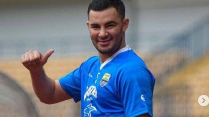 Farshad Noor sat bermain bersama Persib Bandung di laga Piala Menpora 2021