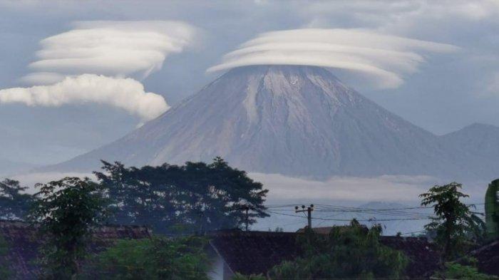 Fenomena Awan Topi Caping di Puncak Gunung Semeru, BPBD Lumajang Sebut Jarang Terjadi