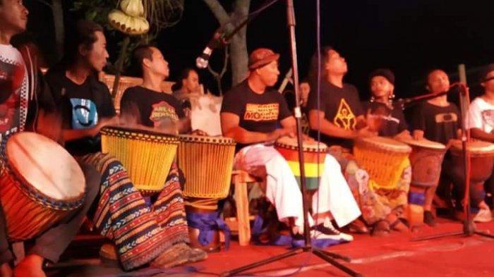 Akar Historis Waditra Jimbe Versi 'Kendang Sentul' - festival-musik-kendang-djembe-di-kota-blitar_20180828_235159.jpg
