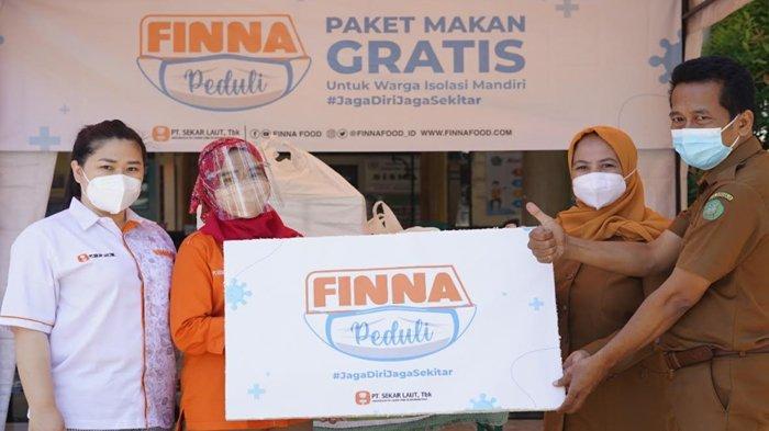 FINNA Food Bagikan Ratusan Paket Makan Untuk Warga Isoman