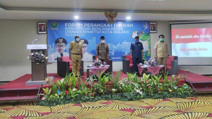Kegiatan Forum Perangkat Daerah Rancangan Rencana Kerja Disnaker PMPTSP Kota Malang tahun 2022 di Hotel Savana, Senin (22/2/2021).