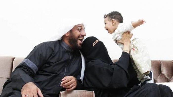 Foto-foto Syekh Ali Jaber Bersama Istri dan Anaknya