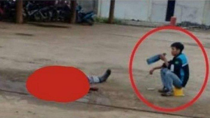 Foto Viral Karyawan Tikam Atasan karena Kesal Sering Diomeli, Duduk Sambil Minum Setelah Membunuh