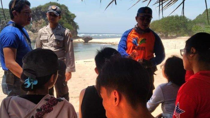 Petugas Belum Temukan Mahasiswa UB yang Terseret Ombak di Pantai Watu Leter, Kabupaten Malang