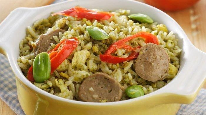 Gambar nasi goreng hijau enak untuk resep sahur Ramadan 2021