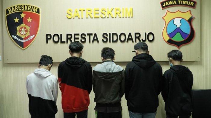 Anggota 'Gangster' Sidoarjo yang tertangkap petugas Polresta Sidoarjo.