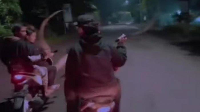 Sebut Diri 'Gangster Sidoarjo', Sejumlah Remaja Acung-Acungkan Celurit Ditangkap Polisi