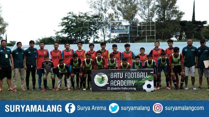 Ganis Rumpoko Launching Batu Football Academy (BAFA) di Stadion Brantas Kota Batu