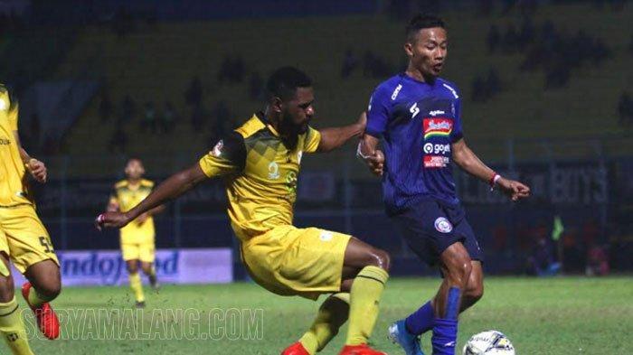 GALERI FOTO - Momen Perjuangan Keras Arema FC Kalahkan Barito Putera dengan Skor Tipis 2-1
