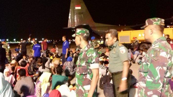Ratusan Korban Selamat Gempa dan Tsunami Mulai Berpencar Setiba di Bandara Juanda