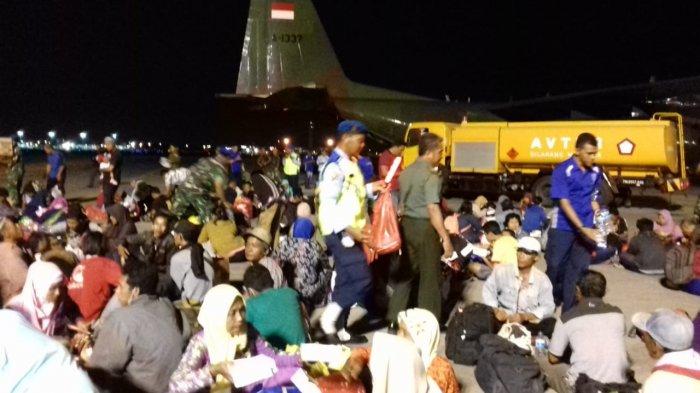 Ratusan Korban Selamat Gempa dan Tsunami Tiba di Bandara Juanda Surabaya