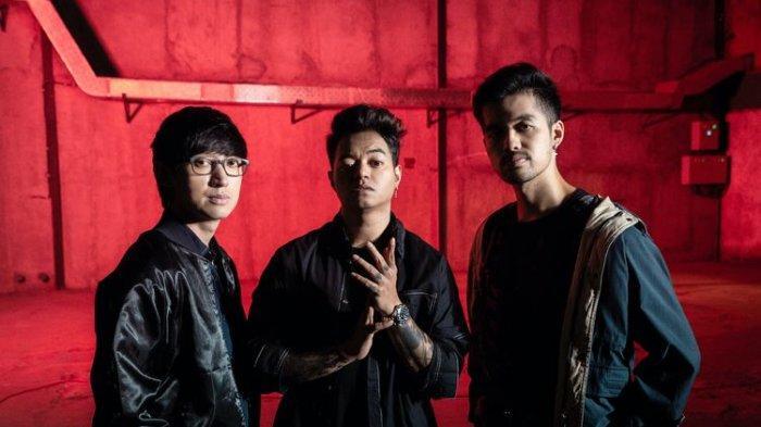 Grup musik EDM Weird Genius, (dari kiri) Eka Gustiwana, Reza Oktovian, dan Gerald Liu.