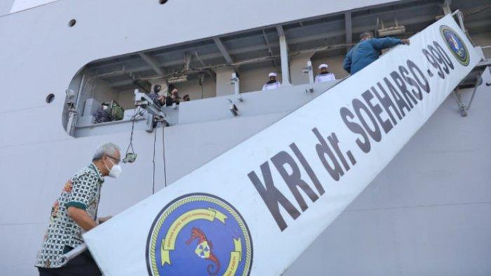 Gubernur Jateng Ganjar Pranowo Lihat Proses Produksi Oksigen di Kapal KRI dr Soeharso