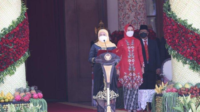 Upacara HUT Jatim ke-76, Gubernur Khofifah Pakai Busana Majapahitan