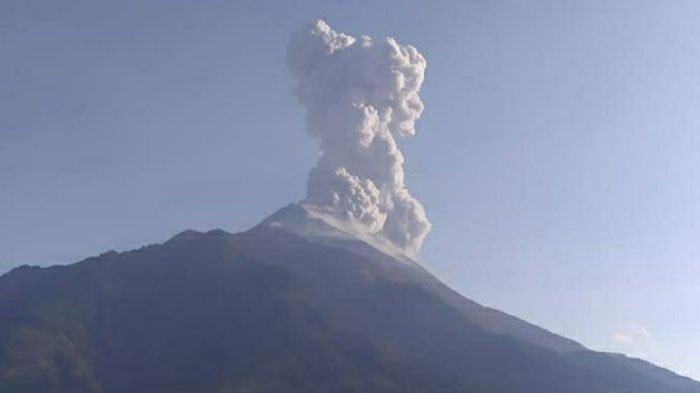 BREAKING NEWS: Gunung Merapi Erupsi, Muntahkan Awan Panas dan Mulai Hujan Abu