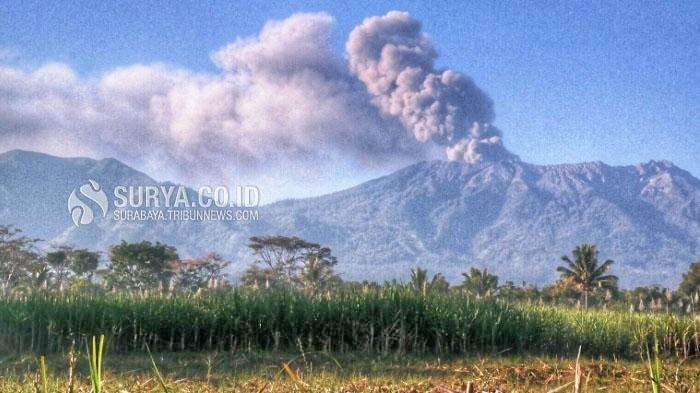 Bondowoso Belum Terdampak Erupsi Gunung Raung, Warga Dusun Legen Masih Beraktivitas Seperti Biasa
