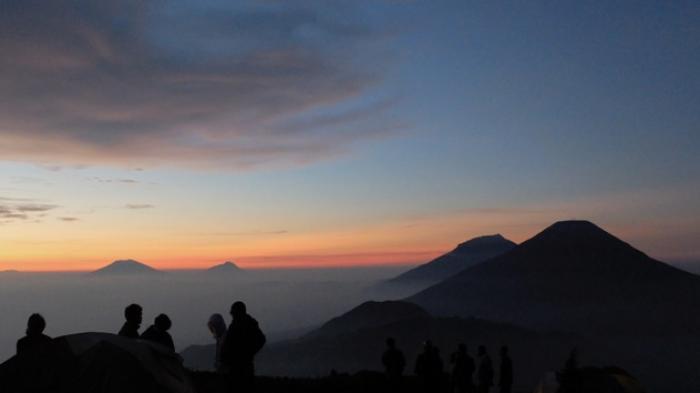 Gunung Semeru, dikagumi banyak petualang karena keindahannya.