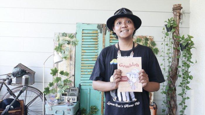 Buku Biografi Gombloh: Revolusi Cinta dari Surabaya, Kisah Musisi dan Pejuang Kemanusiaan