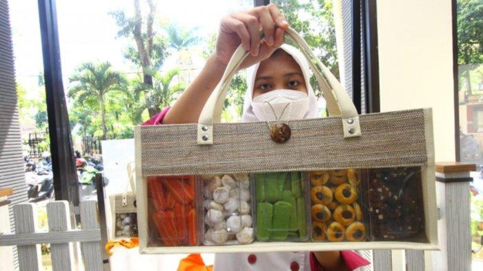 SMKN 3 Kota Malang Produksi Kue Kering Lebaran 2021, Dipasarkan Lewat Media Sosial
