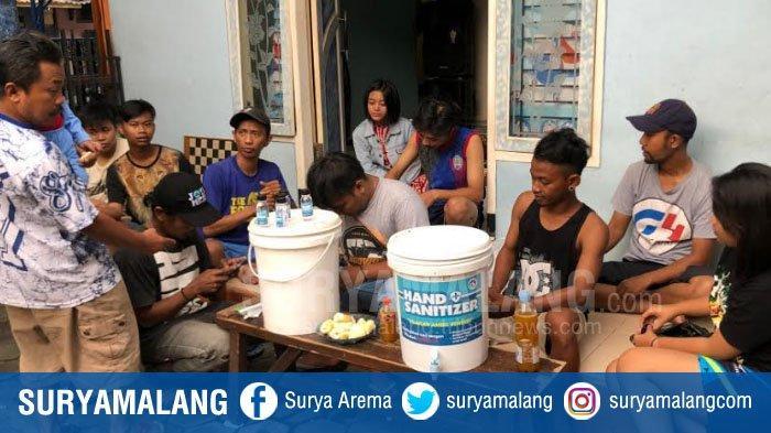 Warga Kampung Jodipan Malang Bikin Hand Sanitizer Secara Mandiri Untuk Disebarkan ke Masyarakat