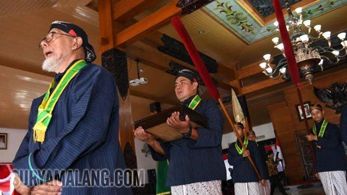 GALERI FOTO - Ritual Serah Terima Pusaka Jelang Kirab 825 Tahun Kabupaten Trenggalek