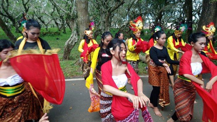 Hari Tari Sedunia, Kampung Budaya Polowijen Gelar Ritual Doa Topeng Nusantara