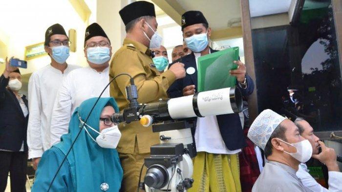 Pantauan Hilal Penentuan 1 Syawal 1442 Hijriah di Bukit Condrodipo Gresik Sore ini oleh LF PCNU