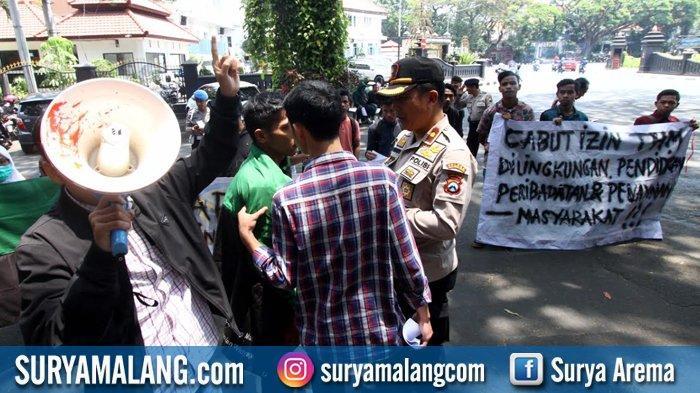 GALERI FOTO - Aktivis HMI Demo Tuntut Pemkot Malang Tutup Tempat Hiburan Malam