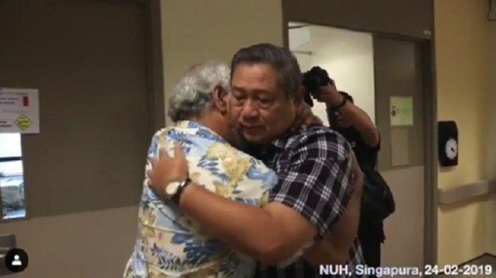 Xanana Gusmao Pukul Punggung SBY & Dada AHY Saat Jenguk Ani Yudhoyono di Singapura