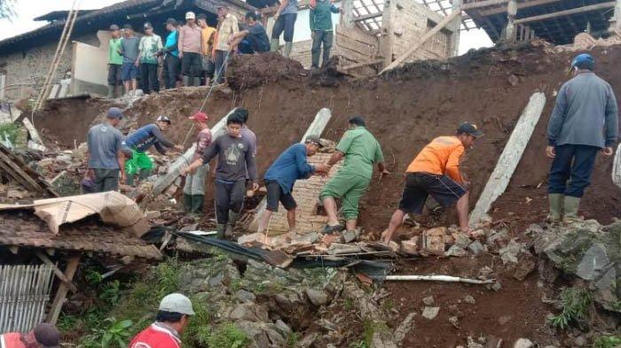 Ponorogo Diguyur Hujan Lebat Semalaman, 4 Kecamatan Longsor dan 2 Kecamatan Banjir