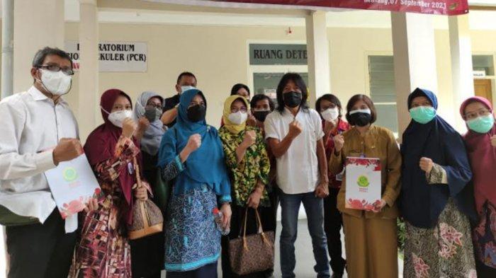 Selesai Konser, Gitaris God Bless Ian Antono Check Up Kesehatan di RSIA Mawar Malang