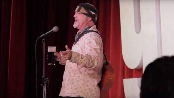 Usai Bercanda Soal Sakit Jantung & Stroke, Komedian Meninggal di Panggung