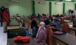 Ibu-Ibu Wadul Ke Posko PPDB Dikbud Karena Anaknya Tak Lolos Jalur Zonasi