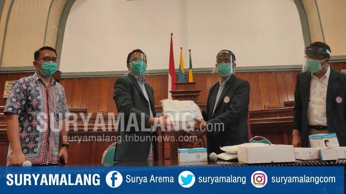 Dokter PPDS Berguguran karena Covid-19, IDI Jatim Salurkan APD Untuk PPDS FK Unair